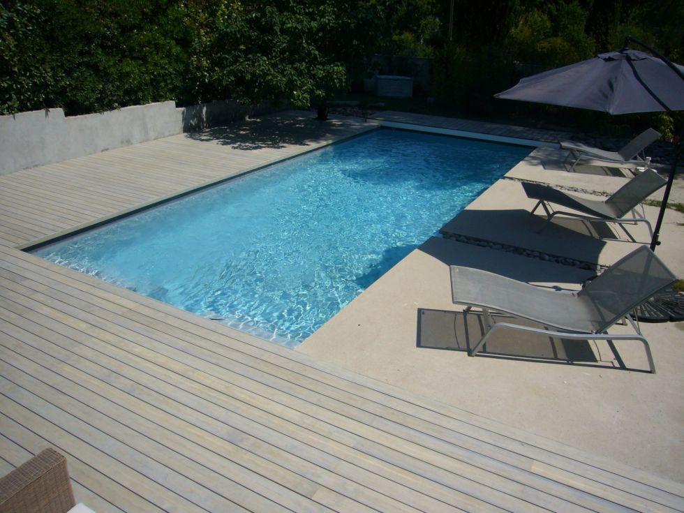 Réalisation d\'une plage de piscine en bois contemporaine à ...